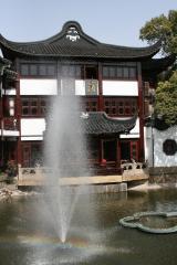 Wasserfontäne im Yuyuan Garten