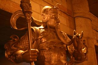 Statue im Jin'an Tempel